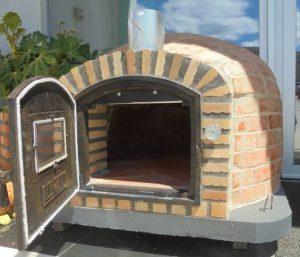 Four à bois extérieur en brique pour pizza